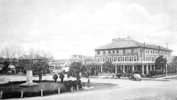 Marks Memorial and the Gibson Inn, 1940s. Photo credit: State Archives of Florida.